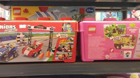 Costruzioni della lego per bambini e bambine