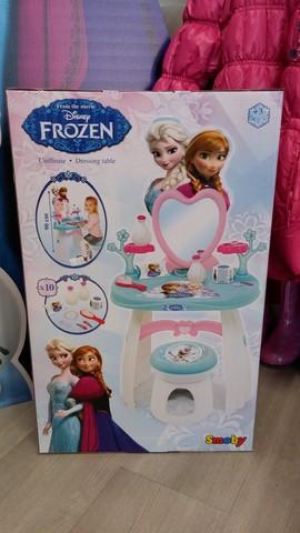 Specchio e tavolo di frozen