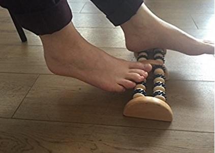 Strumento per poter massaggiare i piedi manualmente