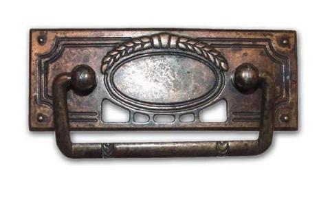 Maniglia antica in ottone per mobili