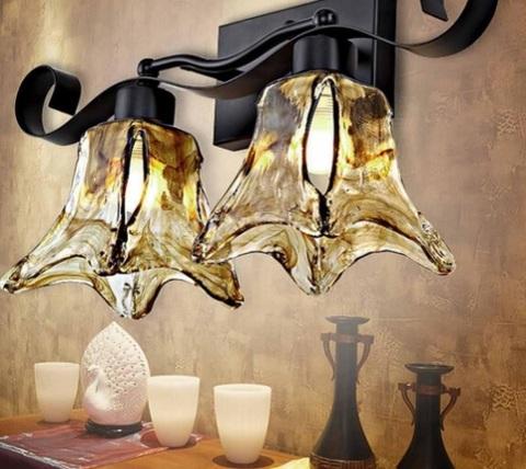 Lampada in ferro battuto dallo stile orientale