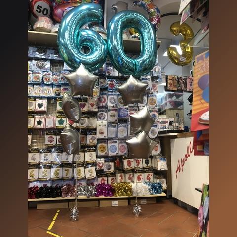 Composizione di palloncini per 60 anni con stelle