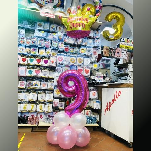 Composizione di palloncini per 6 anni con palloncino corona