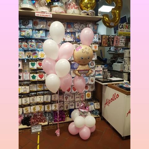 Decorazione di palloncini per nascita bambina babyshower
