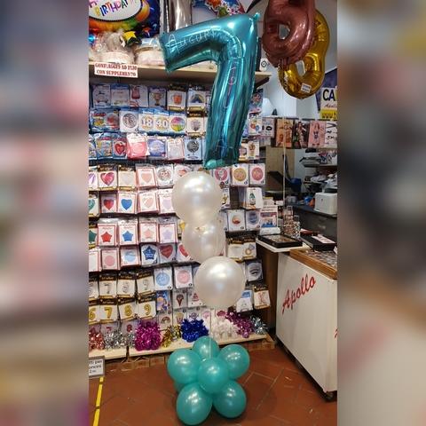 Composizione di palloncini per compleanno 7 anni