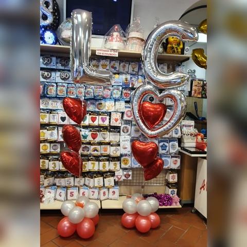 Decorazione di palloncini per anniversario e matrimonio