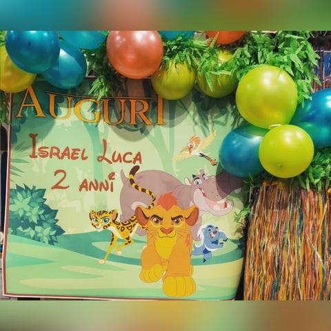 Decorazione di palloncini per festa a tema il re leone