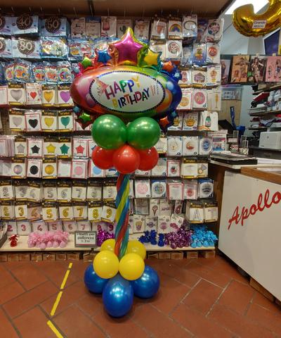 Stand di palloncini per festa di compleanno