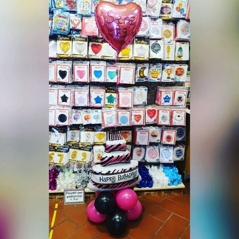 Bouquet di palloncini con torta di compleanno