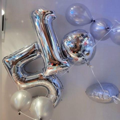 Decorazione Di Palloncini Per Silver Party A Tema