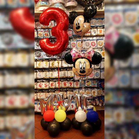 Decorazione di palloncini a tema minnie e topolino