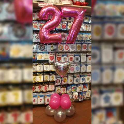 Composizione di palloncini con numero pink e cuore