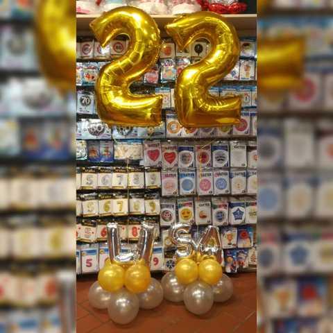 Composizione Di Palloncini Con Numeri Oro E Nome