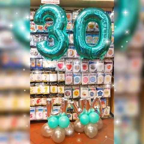 Decorazione di palloncini per compleanno dei 30 anni