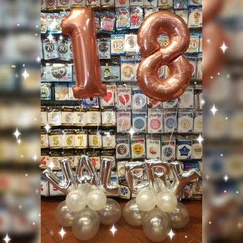Composizione di palloncini per i 18 anni con nome