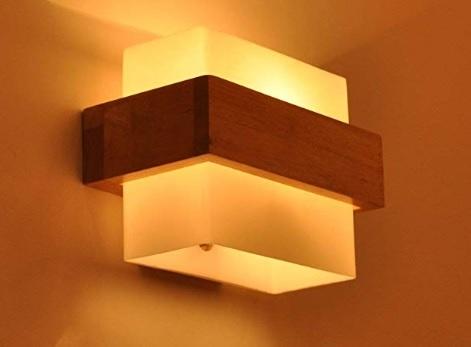 Lampada in legno applique