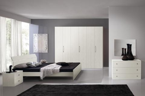 Camera da letto componibile bianca graffiata