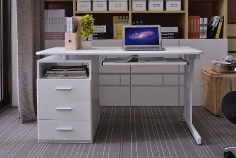 Scrivania classica con cassetti e computer desk