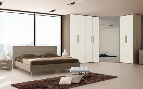 Camera da letto matrimoniale moderna e con 8 ante