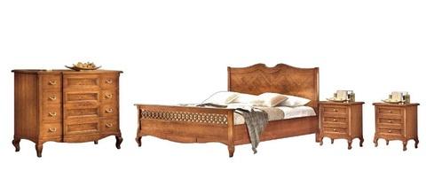 Camera da letto lavorata in legno tradizionale