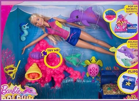 Barbie e delfino giocattolo