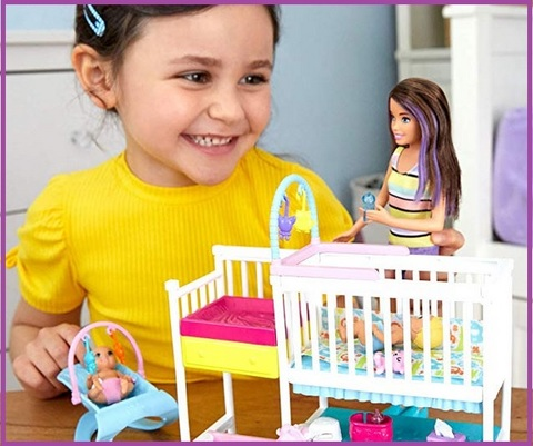 Barbie pediatra con bambini