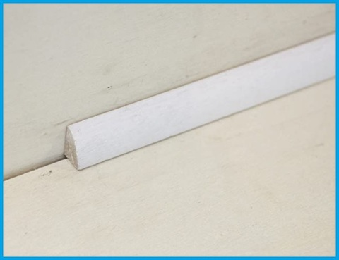 Battiscopa bianco basso