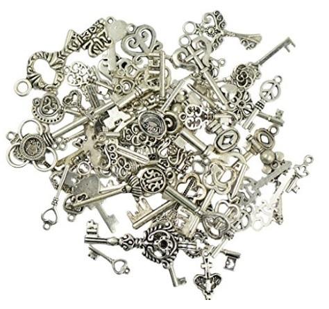 Vari chiavi vintage fai da te per gioielli