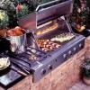 Barbecue prefabbricato per grigliate in giardino