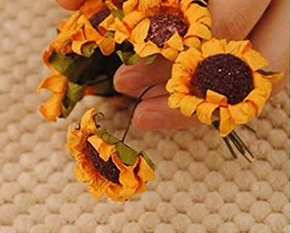 Fiorellini artificiali per decorare le bomboniere