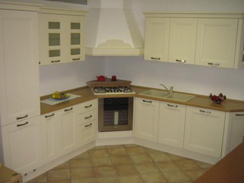 Cucina angolare frassino laccato avorio sconto del 40 - Cappa cucina laterale ...