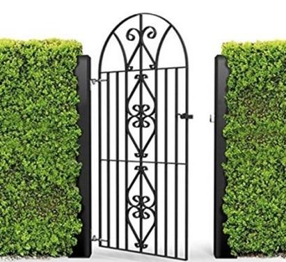 Cancello in ferro battuto a forma di fiocco