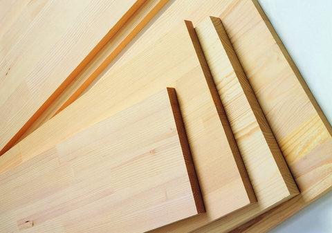 Tavole di legno levigato di abete