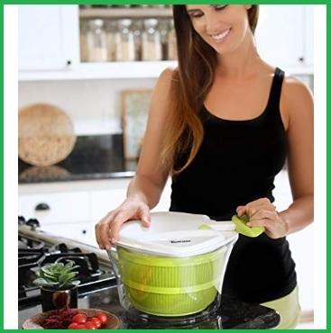 Centrifughe per insalata lavata e asciutta