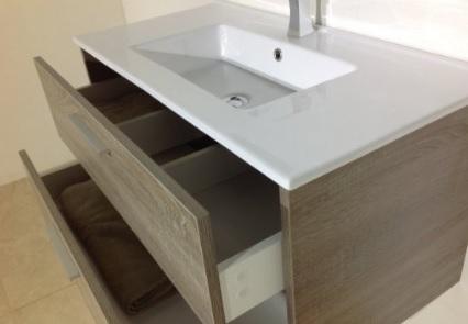 Mobile bagno con lavabo integrato al piano