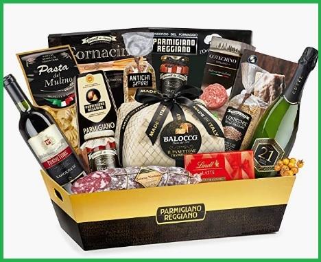 Cesti di natale con prodotti parmigiano