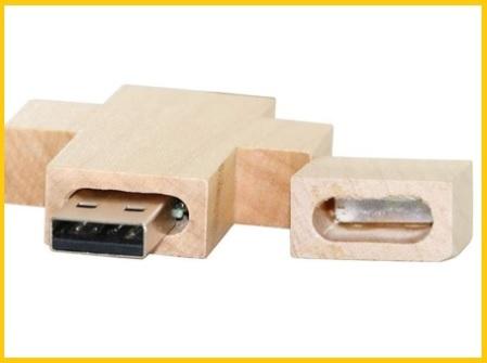 Croce in legno di piccole dimensioni usb