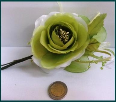 Confetti a forma di fiore composizione bomboniera