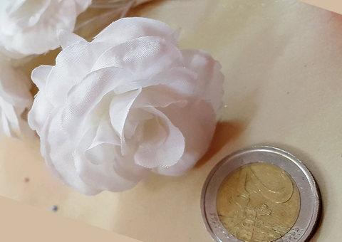Fiori con petali di confetti