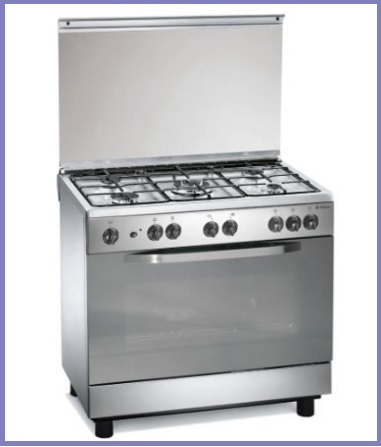 Cucina classica a gas con 5 fuochi e forno elettrico