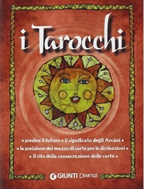 Carte tarocchi box con carte e illustrazioni