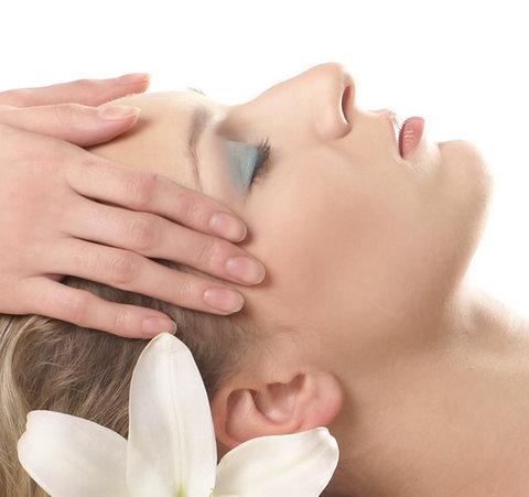 Massaggio rimodellante e rassodante del viso