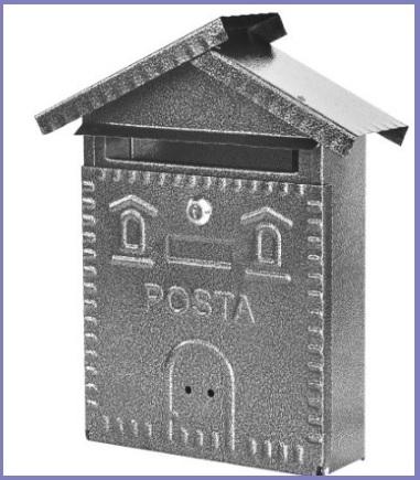 Classica cassetta a forma di casa per la posta in ferro