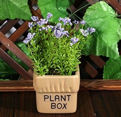 Vaso e fiori artificiali per la casa