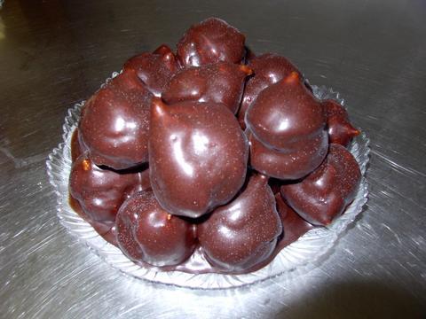 Profitterole al cioccolato con crema chantilly