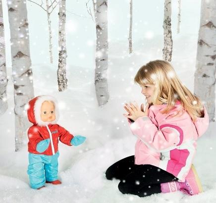 Bambola che cammina sulla neve giochi preziosi