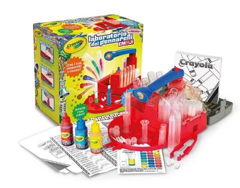 Laboratorio per giocare e colorare per bambini crayola