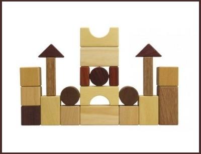 Cubi in legno naturale per costruzioni per bambini da 1 anno