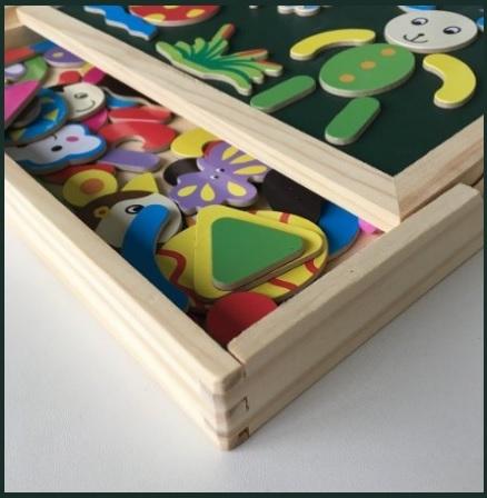 Giocattoli in legno e lavagna magnetica