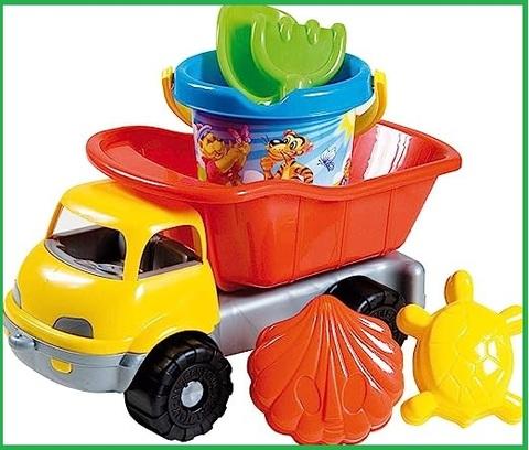 Camion classico per la spiaggia con formine